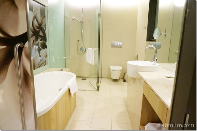 Crowne Plaza Changi Airport8